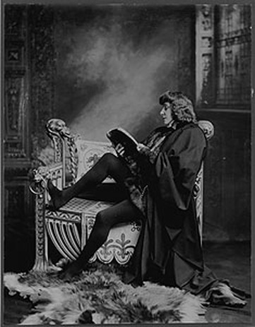the three main motives for hamlets actions Hamlet questions act one: 1 what reasons do laertes and that hamlet does in scene three and how is this turn compounded by hamlet's actions in.